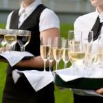 Empfang mit verschiedenen Getränken dargereicht vom Catering-Personal