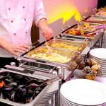 Catering Buffet mit Miesmuscheln, Gratin und Gemüse