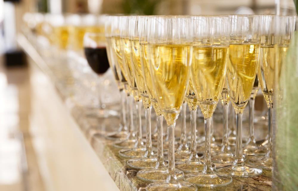 Empfang mit Weisswein, Rotwein und Sekt zur Selbstbedienung
