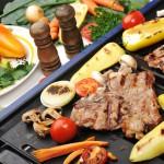 Partyservice Grillplatte mit Fleisch und Gemüse