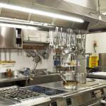 Professionelle Küche zur Zubereitung der Speisen und Menüs